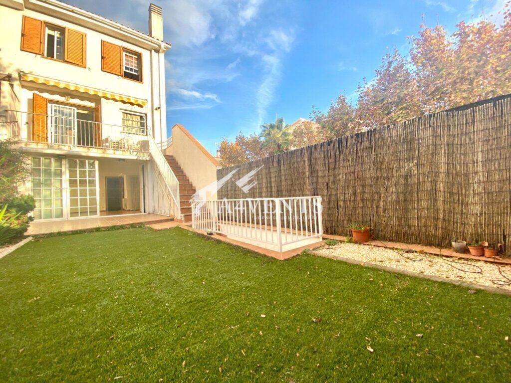 Casa a 3 vientos con jardín
