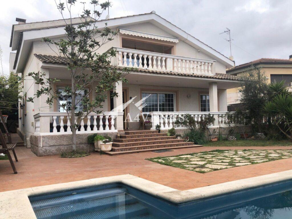 Extensa casa familiar en la Serreta